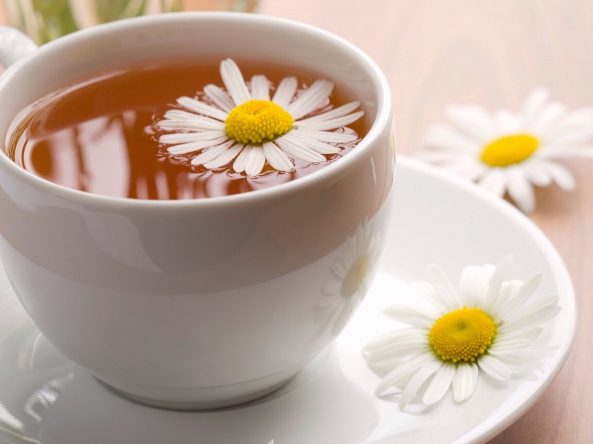 Chamomile tea: Its antioxidants may help prevent complications from diabetes, like loss of vision and nerve and kidney damage, and stunt the growth of cancer cells.