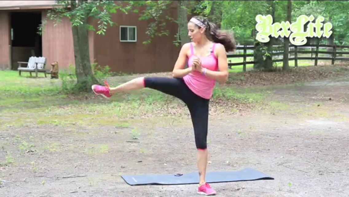 crunch in right leg, squeeze abs