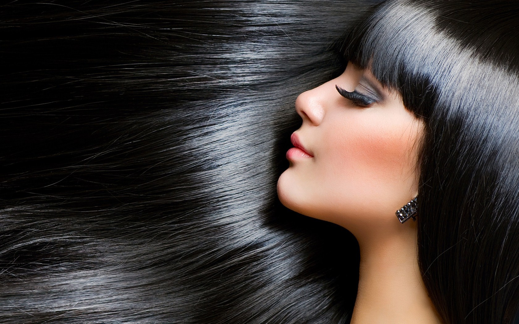 Keeping your hair at a shine while maintaining your hairs healthiness!