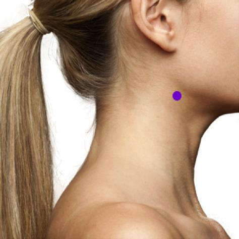 heavenly glow point:This acupressure point is all about improving skin lusterand facial muscle tone as well as giving you an all-over glow.Point is located behind your jaw bone, a few centimetres below your ear lobe. Apply pressure here for a few minutes daily
