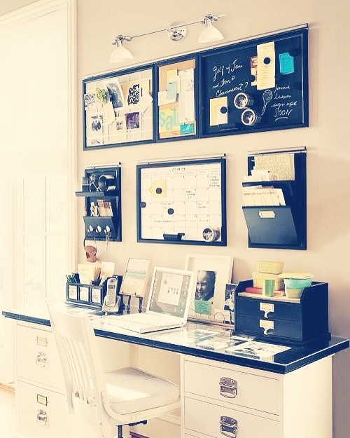 Consider making a small study area where you can stay on top of work and stay organised! 📑📊📚📅