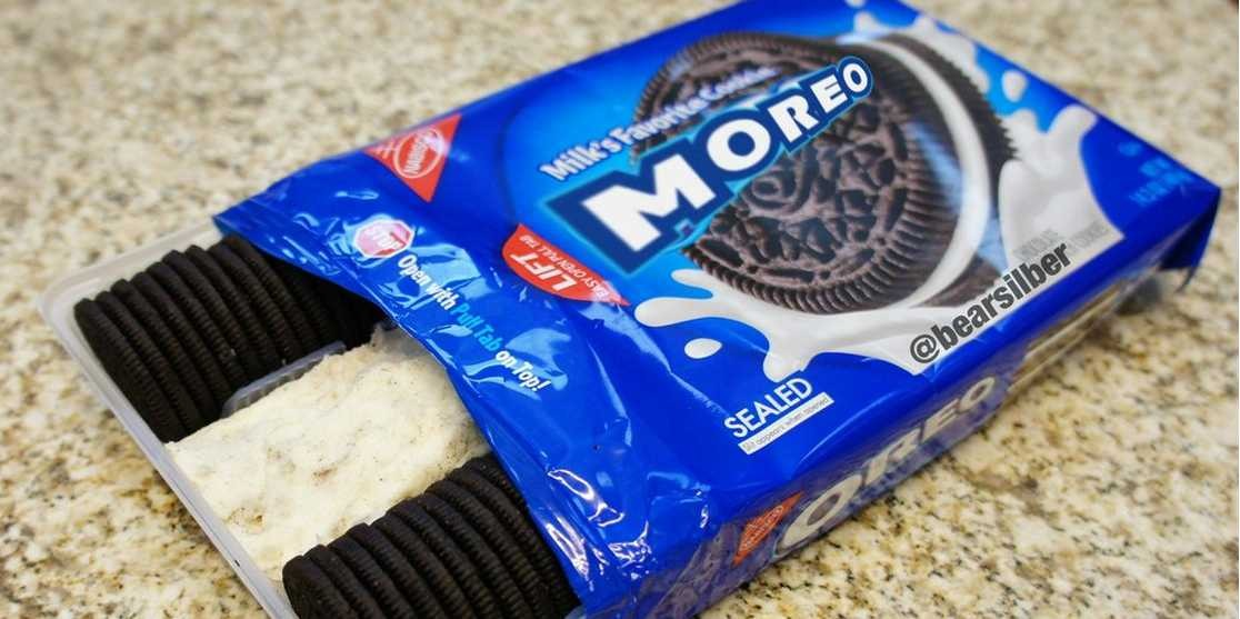 🍪• hold oreos with a fork so you don't get your fingers messy -
