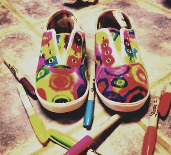 Tie die shoes👟👟👟- For this DIY you'll need a white pair of toms or vans, and different color sharpies/ tie die paintof your choice to make a really cool pair of shoes👡👢👡👞