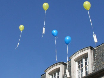 Send off a balloon message.🎈