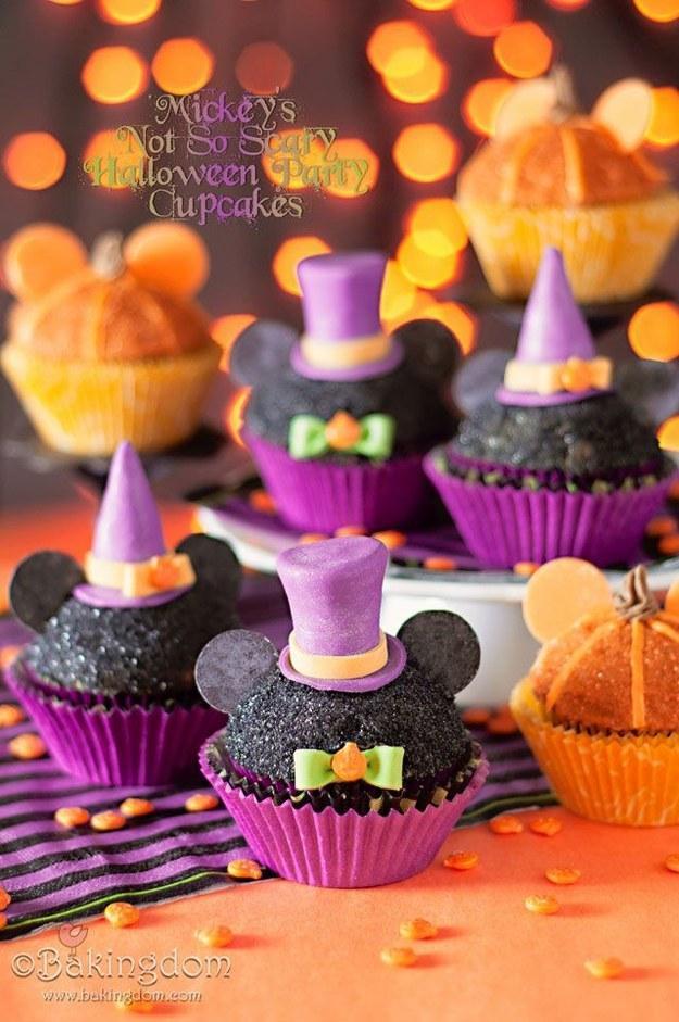 Recipe: http://bakingdom.com/2012/10/mickeys-not-so-scary-halloween-party-cupcakes.html