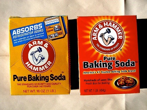 #8 BAKING SODA |Dilute a pinch of baking soda in A LOT OF water and splash your face with it. Rinsethoroughly with clean water afterwards.  Don't use too much baking soda + never let thebaking-soda-water dry on your skin! The granules are kind of abrasive when dry.