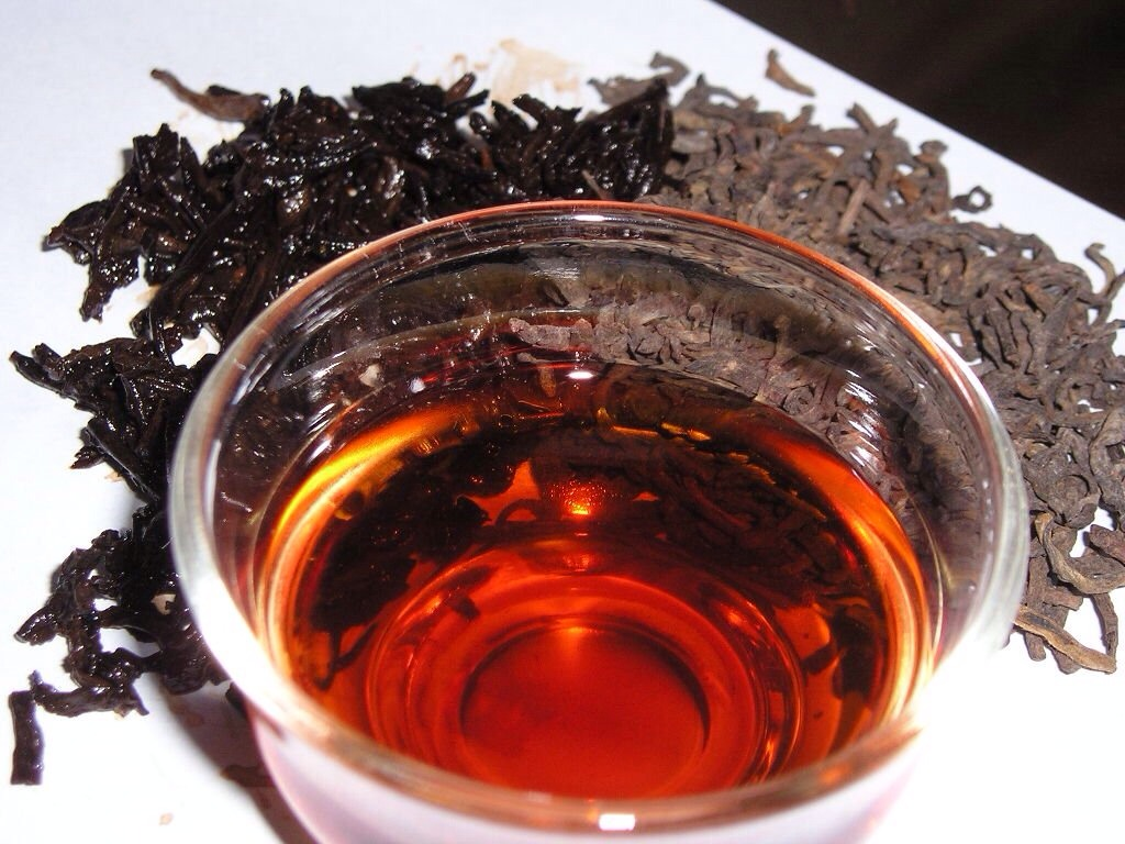 Black tea: Made with fermented tea leaves, black tea has the highest caffeine content and forms the basis for flavoured teas like chai, along with some instant teas. Studies have shown that black tea may protect lungs from damage caused by exposure to cigarette smoke. Also reduces stroke risk.
