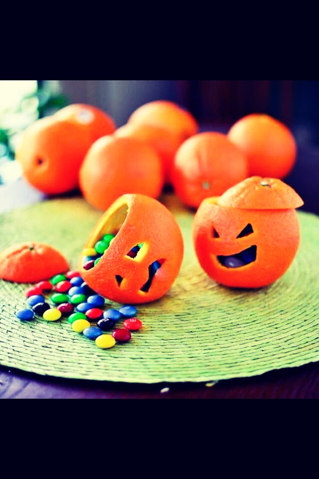 CRAZY HALLOWEEN FAN LIKE ME?!  Well slide over to learn how to do this!! --->