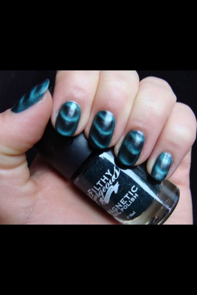 So you apply the nail varnish colour of your choice, then hold over the magnet for a few seconds when the paint is wet.