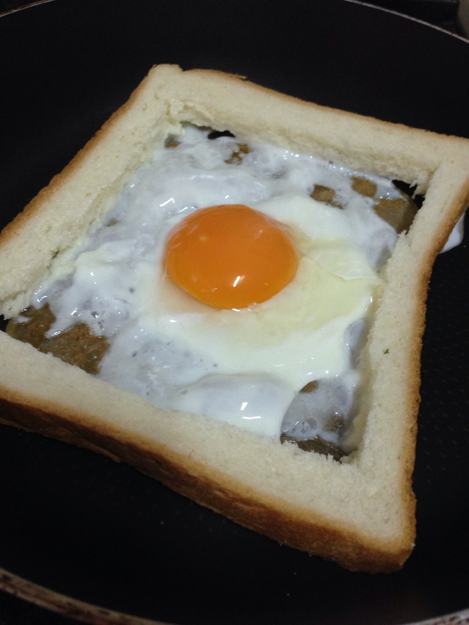 Cut a square In the middle and put it aside, we will use it later. also crack an egg in the empty space.