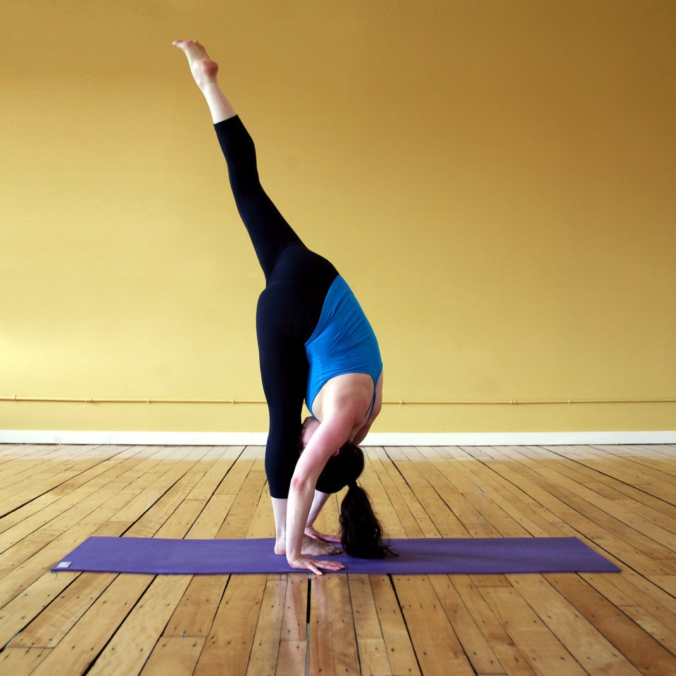 Touch your foot in this position as long as you can.