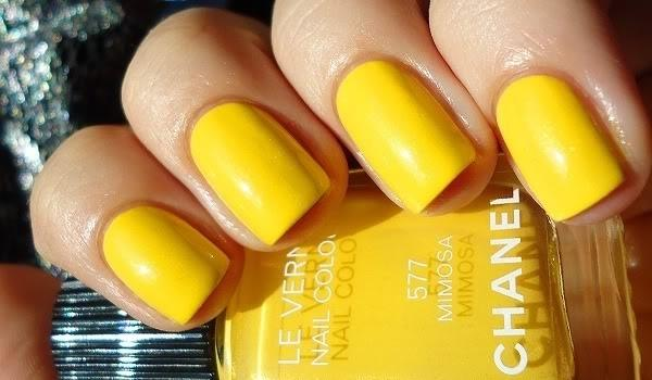 Apply multiple thin coats instead of one thick coat. A thick coat of nail polish will only dry at the top layer, leaving your manicure vulnerable to smudges.