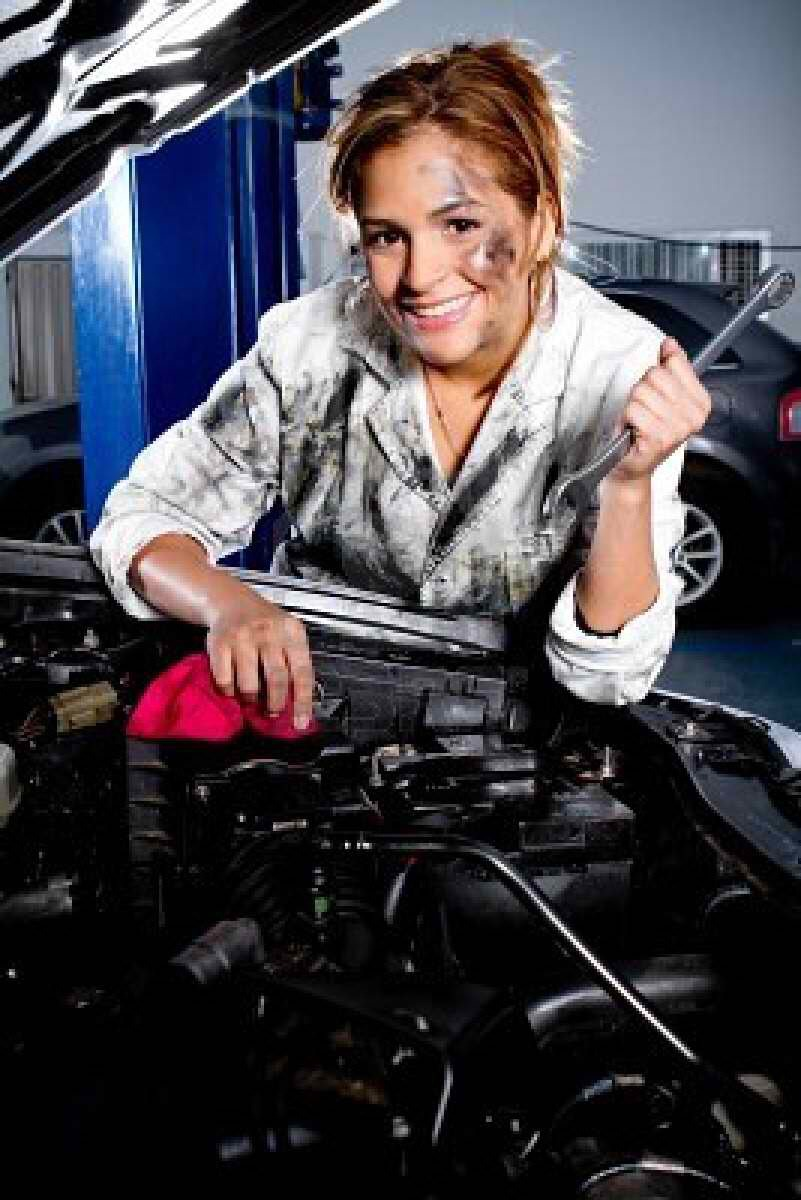 Fix up your car You could pay for a pricey mechanic, or you could take 30 minutes to open up your hood, and see for yourself why your sedan is making that weird chugging noise. A 150-pound woman who gets down and dirty for half an hour burns 102 calories, and saves a pretty penny.