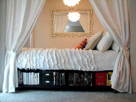 10. Tuck your bed into an alcove.