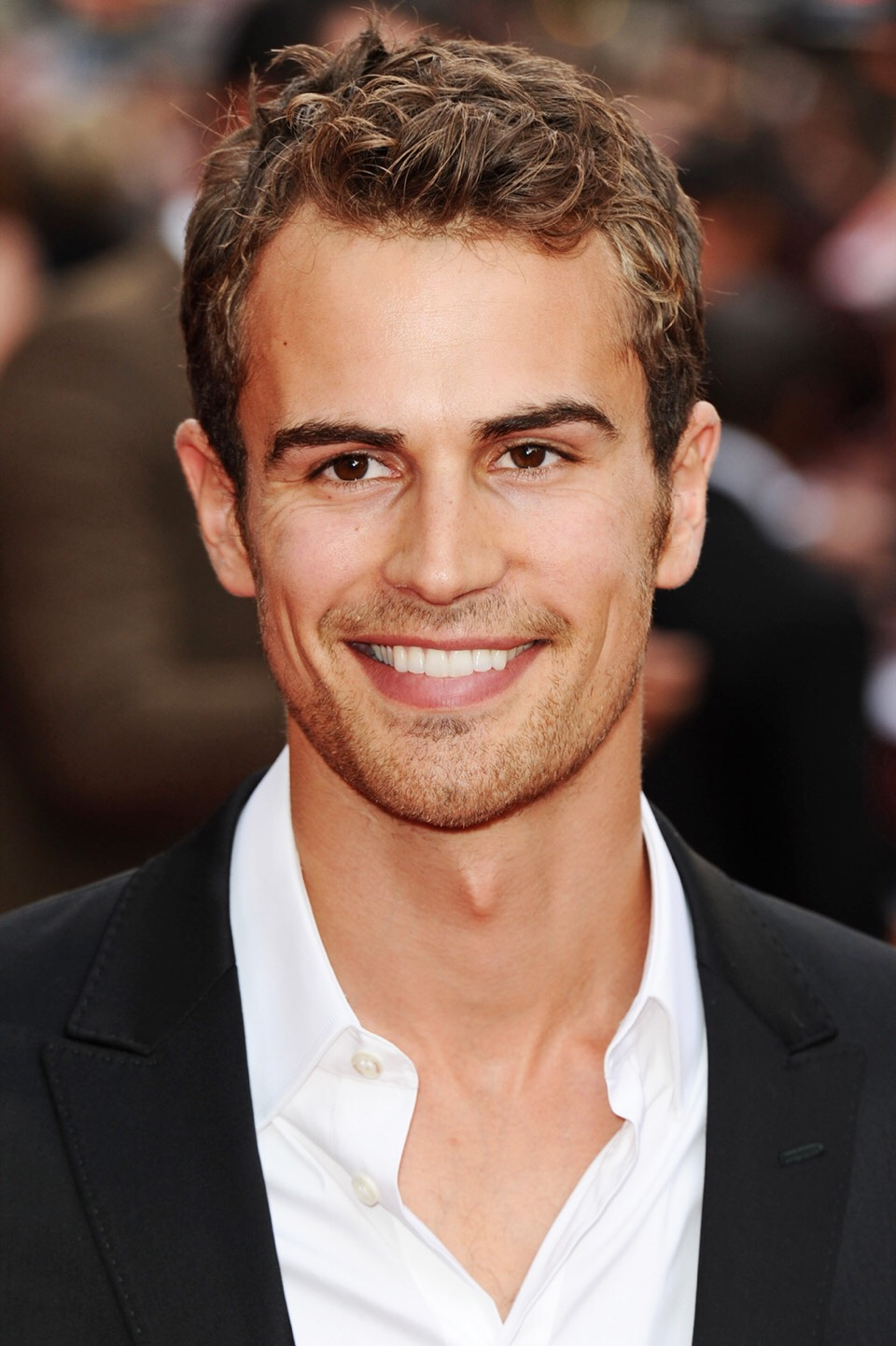 Theo James is the number one Hottie !