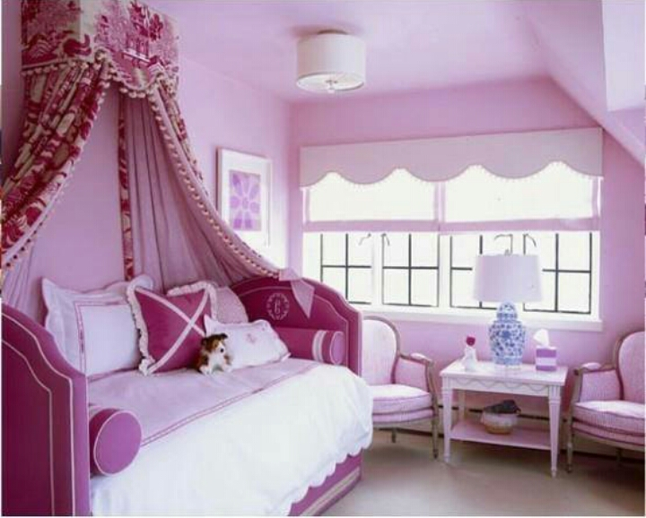 CUTR BEDROOM SET UP FOR A GIRLS ROOM. YOU CAN ALWAYS MIX COLORS...ANYTHING GOES WITH WHITE