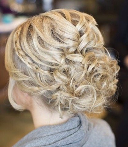 Bring all your loose curls to the back to create the ultimate messy bun (u can use either bobby pins or u pins for the messy bun(: