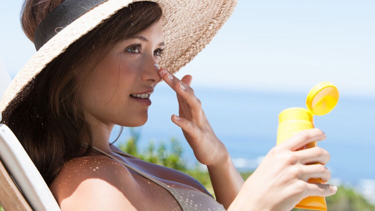 3 reasons why you should be using a mineral sunscreen!