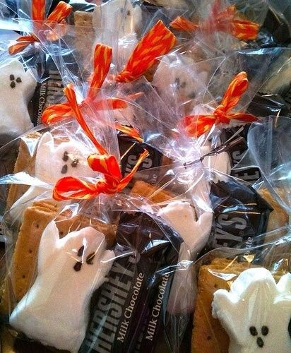 Cute Halloween s'mores