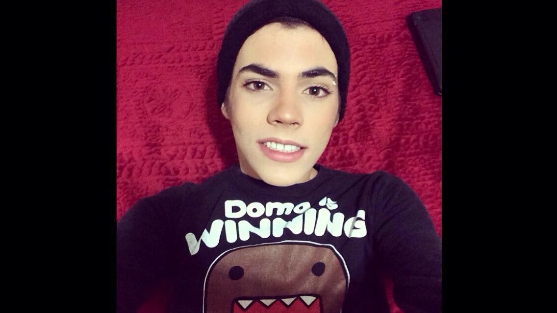 JOIN ME😘               Instagram:vampireboy01 keek:larryfuckinglee snapchat:larrylovesya ask.fm:larrylee twitter:vampireboy0327