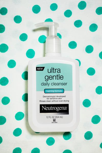 "Neutrogena Face Wash ""This foaming cleanser works great and leaves with a clean yet naturally soft skin. It thoroughly removes excess oil, dirt, and makeup without overdrying or irritating skin."""