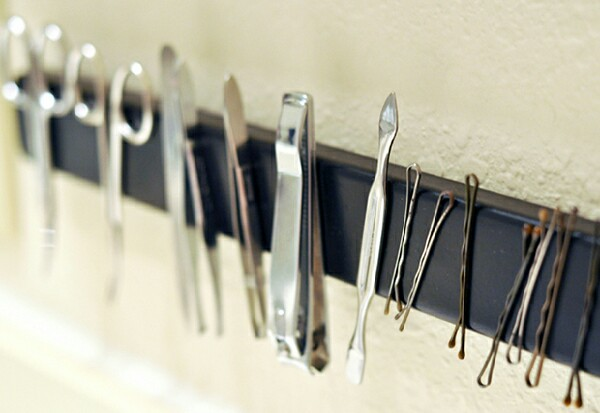 A magnetic bathroom rack is the perfect solution for tweezers, scissors and the things we always seem to lose… hair grips!
