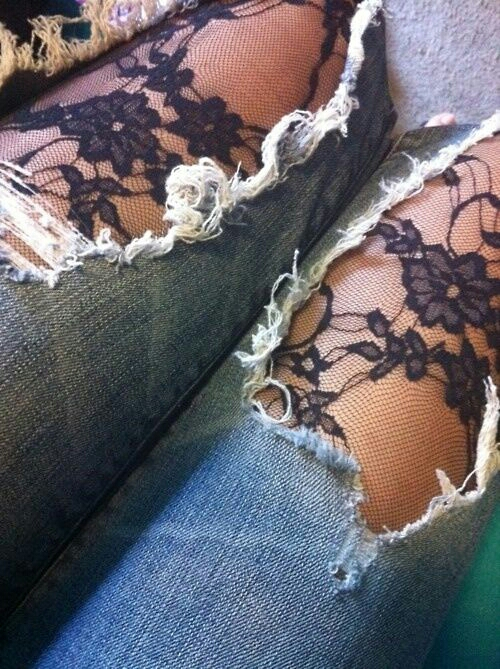 wear tights under ripped jeans