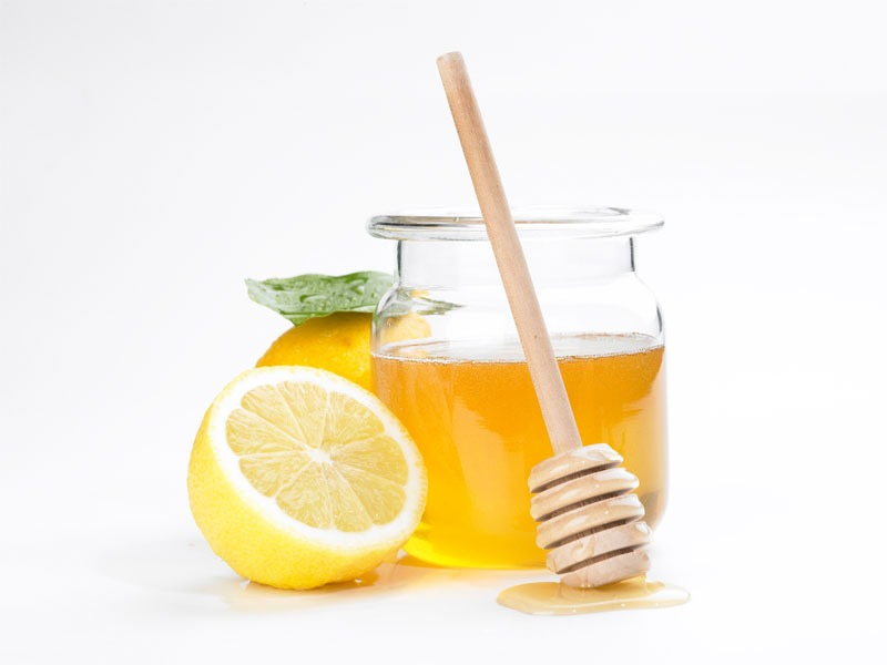 Drink honey and lemon. Add a squeeze of lemon and some honey to hot water. Drink after the liquid reaches room temperature. The honey coats and soothes your throat, while the lemon cuts through the mucus. This tried and true remedy is said to relieve most of your throat pain -- at least temporarily.