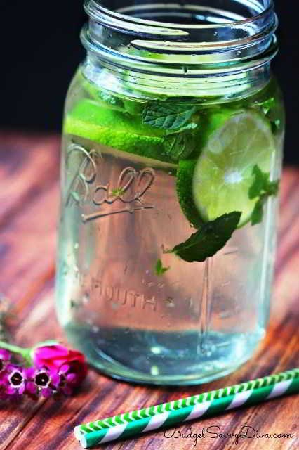 Ingredients ▪Water ▪1 Lime ▪1 Green Tea Bag ▪¼Cup of Mint Leaves  Instructions 1.Fill a large mason jar(about24 ozof water)-add tea bag(I do a coldbrew) 2.Allow to sit in the fridge for30 minutes 3.Cut up lime andchopup mint 4.Place in the water 5.Cover and take out tea bag