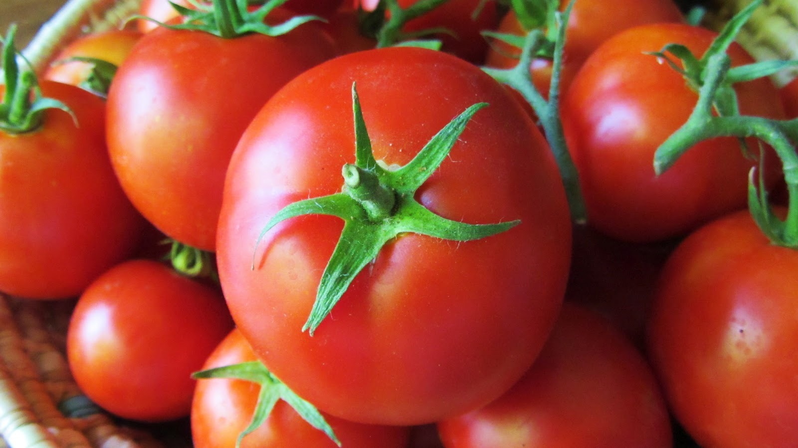 Beauty Foods Tip---Eat plenty of tomatoes, which are rich in vitamin A, vitamin C and potassium; all are great ingredients for beautiful skin.