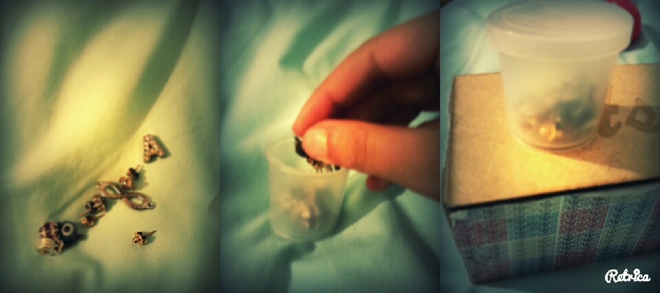 1. i found a tiny box from my lil bro toys 2. put all the small stuff inside such as ear rings, necklace pendent...etc.