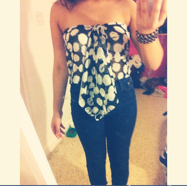 Example it's cute with high waisted jeans and sandals works best on a person with small boobs