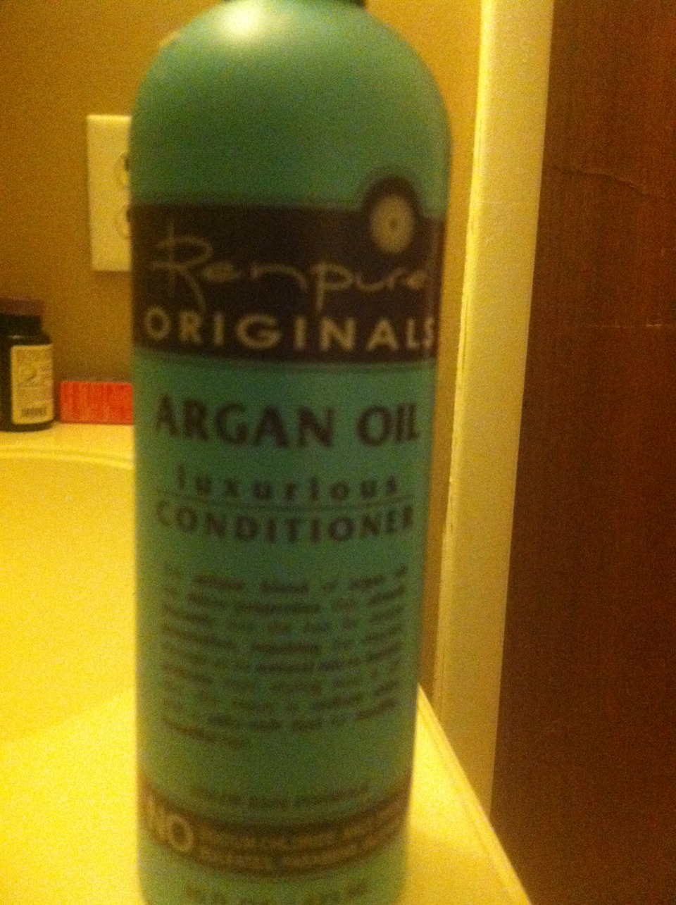 This conditioner works wonders with my curly hair 😊