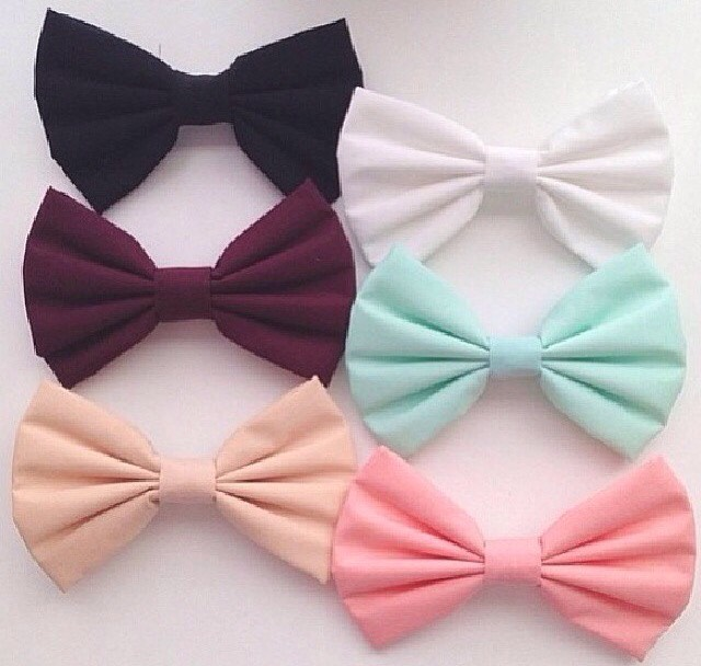 4: THESE BOWS!🎀 These bows are sooo cute! And you can even make them yourself to match a certain outfit! They're so easy to make too! They are the perfect finishing touch to your hair and especially when you're in a rush!