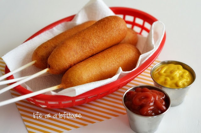 1 1/2 yellow corn meal  1 1/4 all purpose flour  1/4 cup sugar  1 tablespoon baking powder  1/4 tablespoon salt  1 egg , beaten  1 1/2 cups buttermilk (regular milk works to ) 1 tablespoon vegetable oil  1 tablespoon honey  1 (10 count) package hot dogs  10 wooden skewers or chop sticks