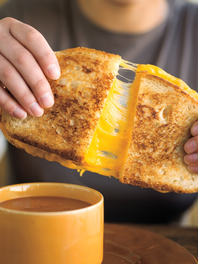 ✂️ Cut down on the greasy grilled cheese sandwiches you're used to! Use this tip for better grilled cheese.