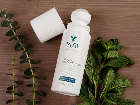 This blend of fair trade green tea extract And arnica eases the aftermath of a hard workout. Arnica narurally reduce inflamation white peppermint reduces perception of pain. Perfect to after workout routine. Energizing essential oils stimulate and refesh. Eases post workout soreness and inflamation.