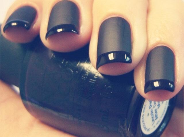 Add cornflour to any nail polish to make it matte.