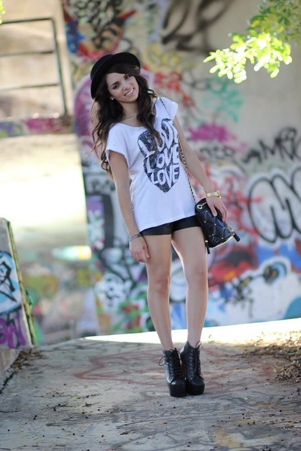 10. Dress up a graphic tee and shorts by pairing it with a trendy hat and booties.