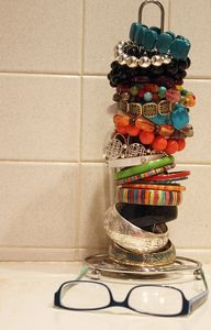 Use paper towel holder to organize ur bracelets and bengals. Pls like 👍👍👍👍