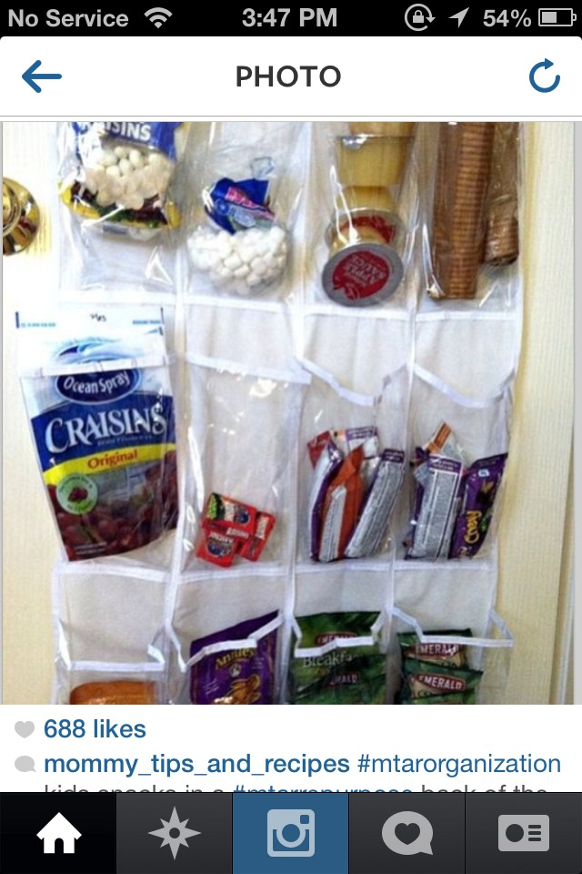 Organize your kids snack , easier to pack to go to school when everything is organize ;)