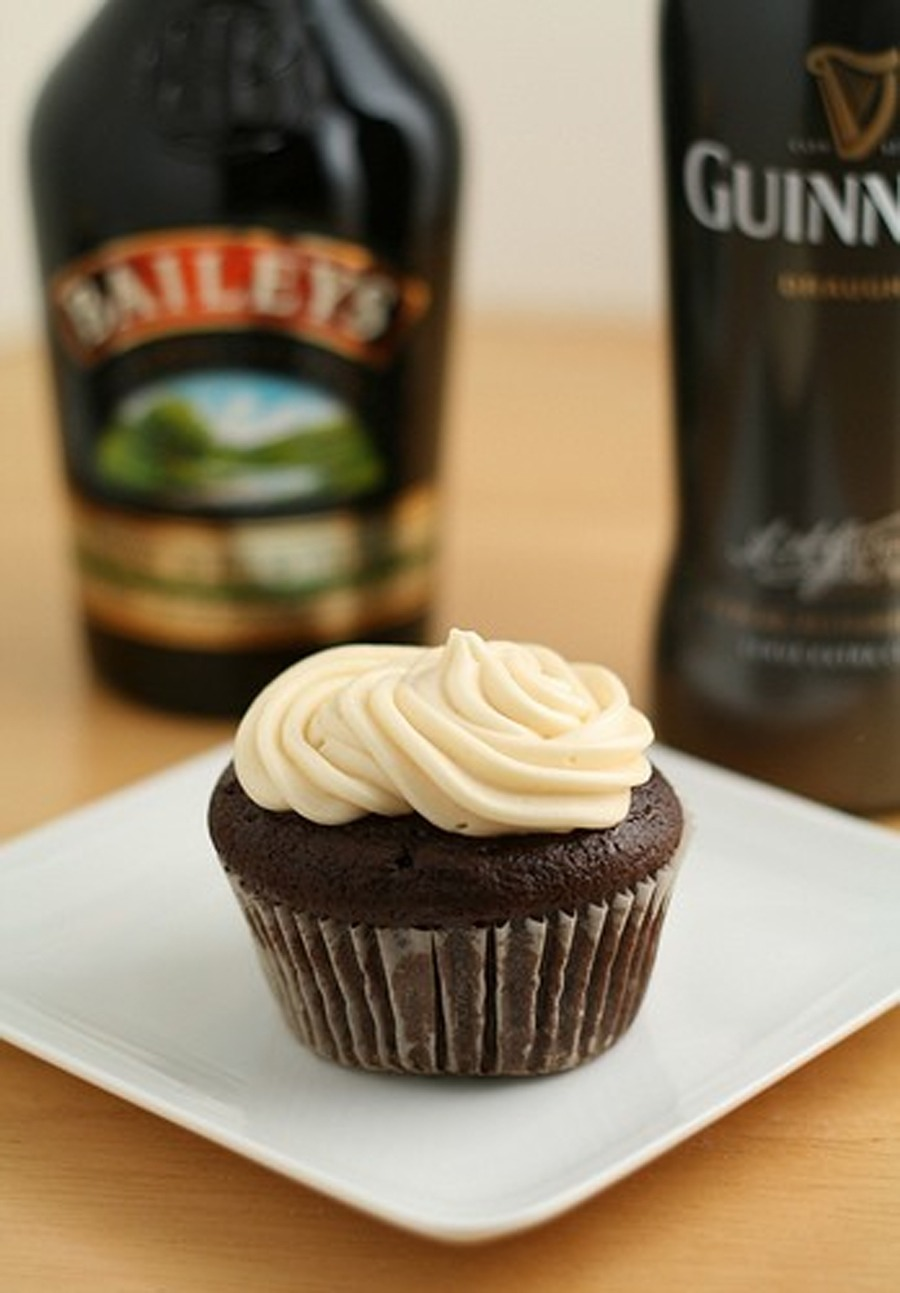 INGREDIENTS For the Guinness chocolate cupcakes: 1 cup stout (Guinness) 16 tbsp. unsalted butter ¾ cup unsweetened cocoa powder 2 cups all-purpose flour 2 cups sugar 1½ tsp. baking soda ¾ tsp. salt 2 large eggs 2/3 cup sour cream