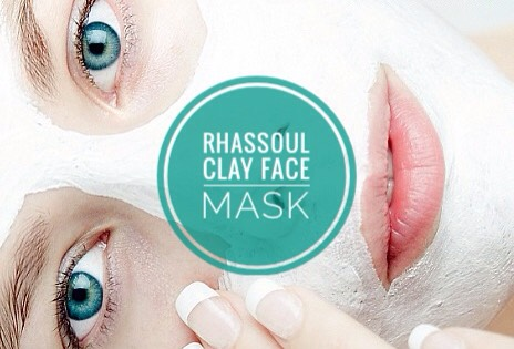 Known for its ability to literally pull out blackheads + banish blemishes, rhassoul clay is a must have for acne sufferers.
