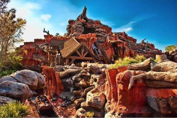 Splash Mountain Glide along a colorful bayou in a hollow log—past delightful singing critters—to a thrilling 5-story splashdown. Beware: you WILL get wet!  Height: 40in or taller FP+: Yes