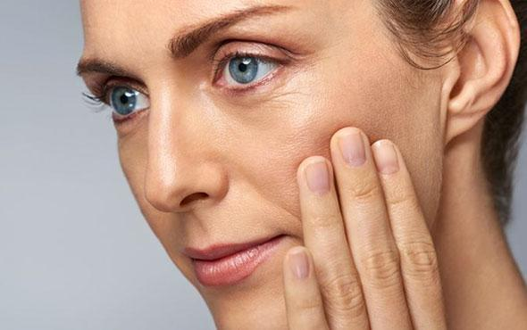 Available as a topical cream, gel or liquid, tretinoin is a retinoid medication that's used to reverse many of the visual signs of aging. Tretinoin is also commonly known as ATRA, or all-transretinoic acid. It's used by hundred of thousands of users every year and is safe, effective, and the only anti-aging drug to approved by the FDA.  Like many medications, tretinoin is available in a range of strengths depending on severity of the skin and sensitivity levels. This guide will cover everything you need to know about tretinoin to help you stay informed as a potential user.  What is tretinoin? Tretinoin is a derivative of vitamin A and is a prescription-only medication. By affecting the way skin cells develop, tretinoin can prevent many of the common visible signs of aging.