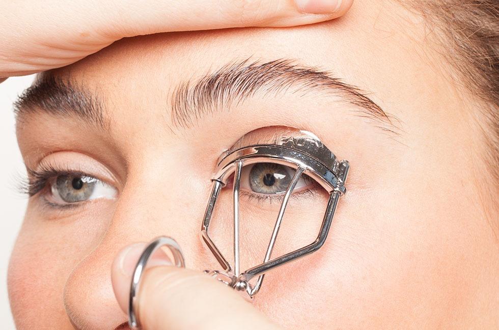 Step 2. Curl eyelashes