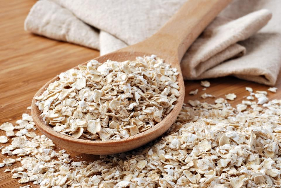 First ingredient- Oats  Oats are effective in addressing dry skin symptoms like itching, rashes, scales, peeling. Not only that but Oats act as a natural moisturizer by removing the dead skin cells. It contains beta-glucan that forms a fine film on your skin as well as penetrates deep into the ski