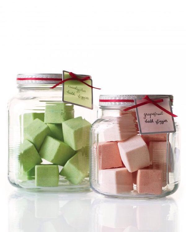 Bath fizzes in a jar