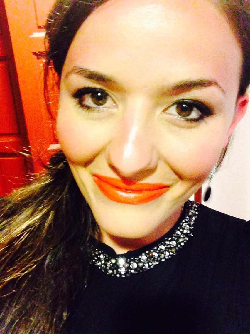 Simple eyes and orange lips. This was taken in barcelona and wearing kiko Milano orange shade. Classic statement