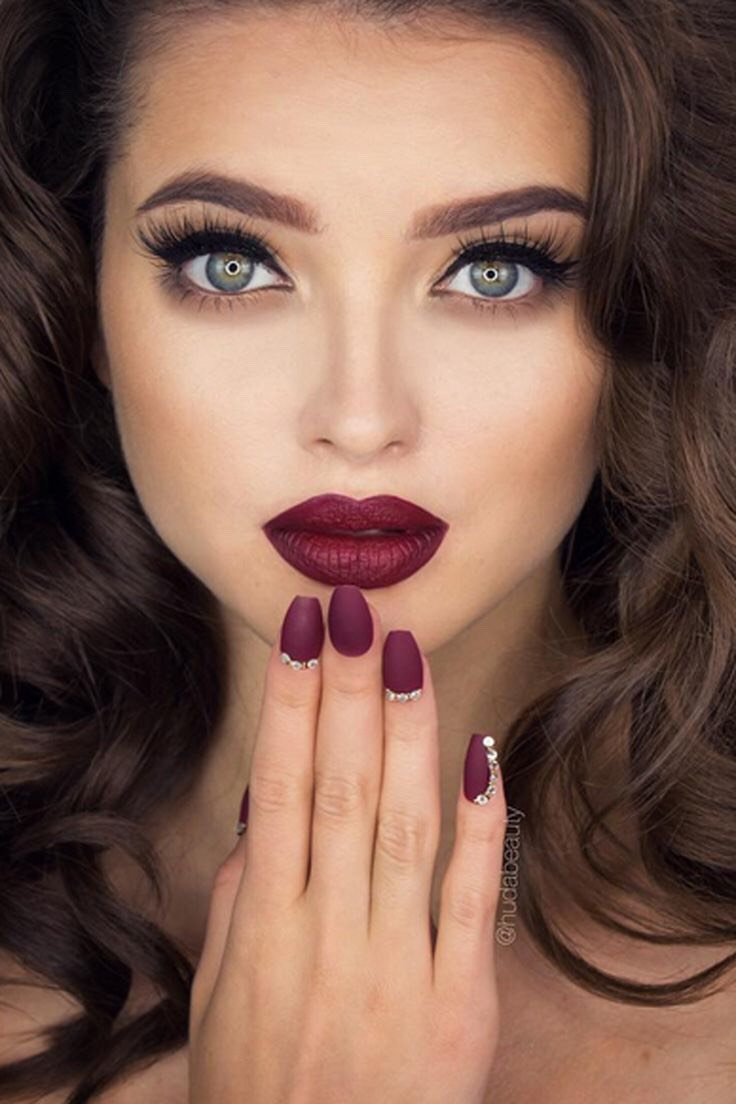 Makeup, and eyes on this tho just perfect👌🏻👌🏻😍